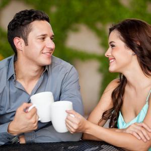 О чём лучше умолчать на первом свидании? - Психология отношений