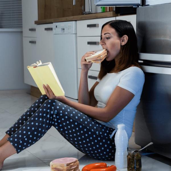 Эмоциональный голод и переедание в период карантина: что делать? - Психология отношений
