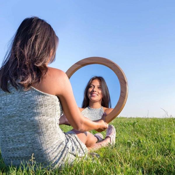 Как повысить самооценку и обрести уверенность в себе? - You know, It's all between us - Ты знаешь, это между нами...