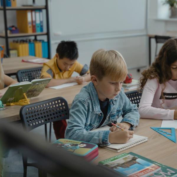 Как разговаривать с ребенком о проблеме употребления ПАВ: лучшие практики от Центра толерантности - Психология отношений