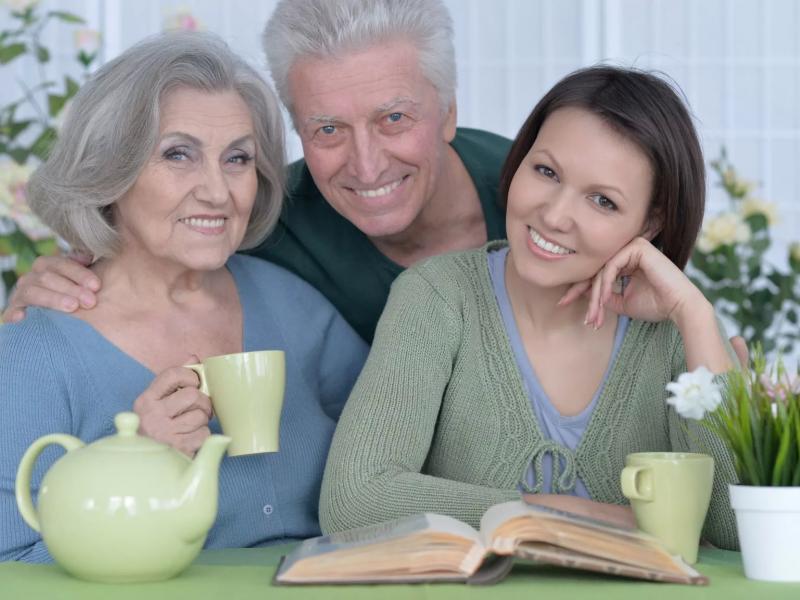 Тонкости совместного проживания взрослой дочери с родителями - You know, It's all between us - Ты знаешь, это между нами...